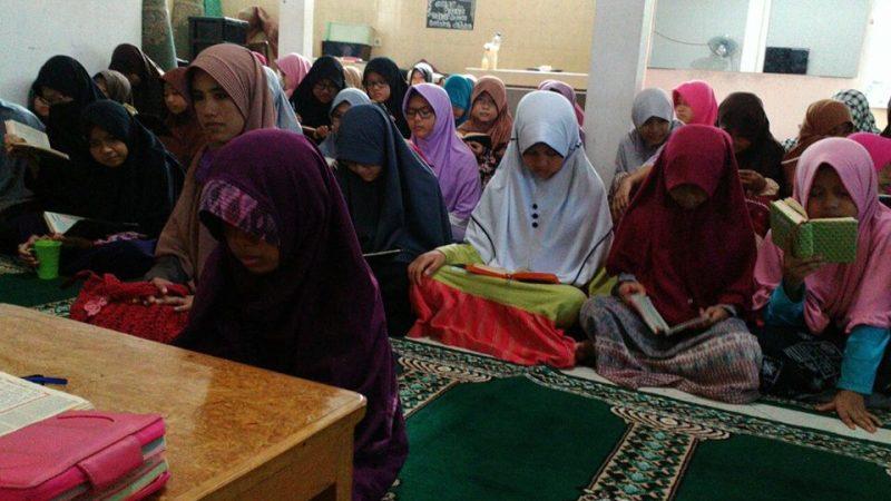 Gadis Cilik Ini Menghafal Al Qur'an Demi Bisa Bertemu Ayahnya di Surga