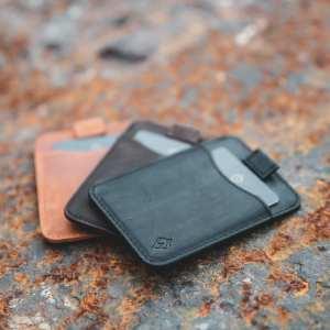 AKIELO Charlie Wallet tan brown black Minimalist Compact Card holder Wallet