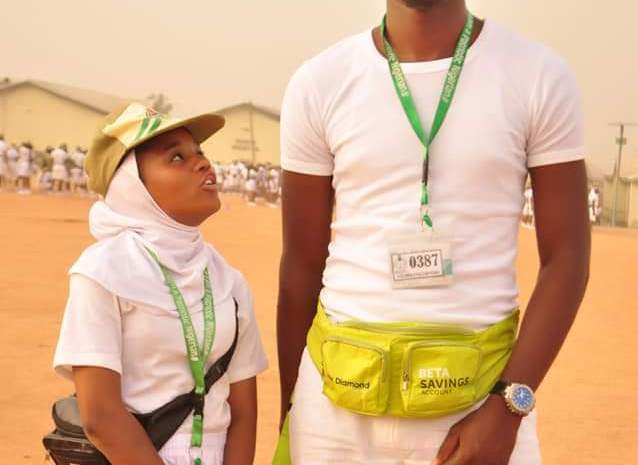 See The Funny Photo of Tallest Abuja Corper And Shortest Corper As They Meet In Camp