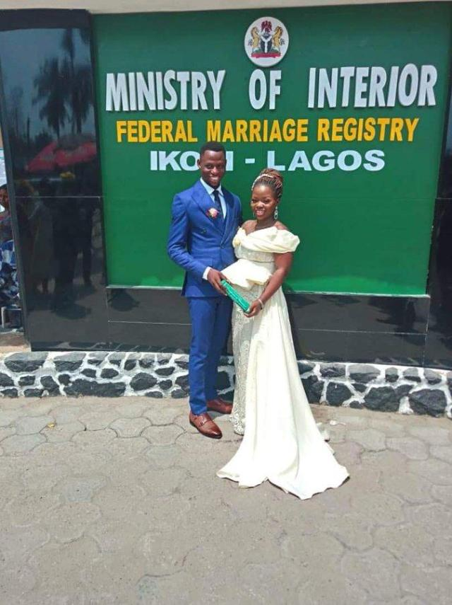 Ecylmi WsAIUTrt - Nigerian Woman Marries A Twitter Person One Yr After He Despatched Her A DM With No Profile Picture