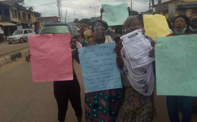 Crisis Looms In Ogun As Market Women Protest Over The Demolition of Their Shops By The Government