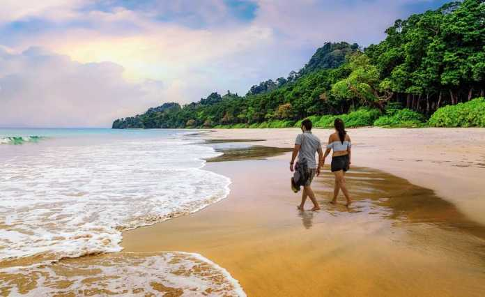 5 Romantic Things You Should Definitely Do On Your Honeymoon To Have The Best Experience - plan a mini road trip