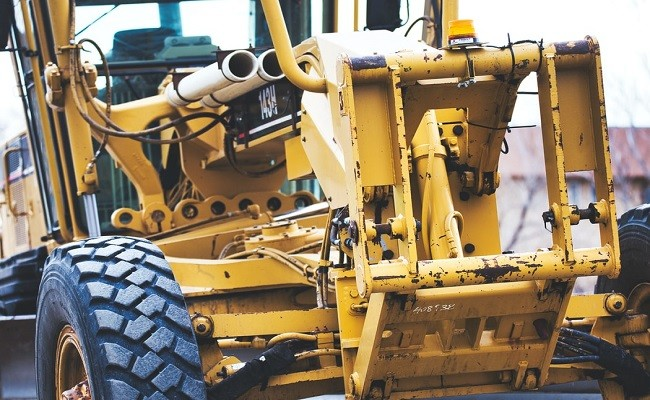 Coordinating Heavy Equipment Shipping and Warehousing