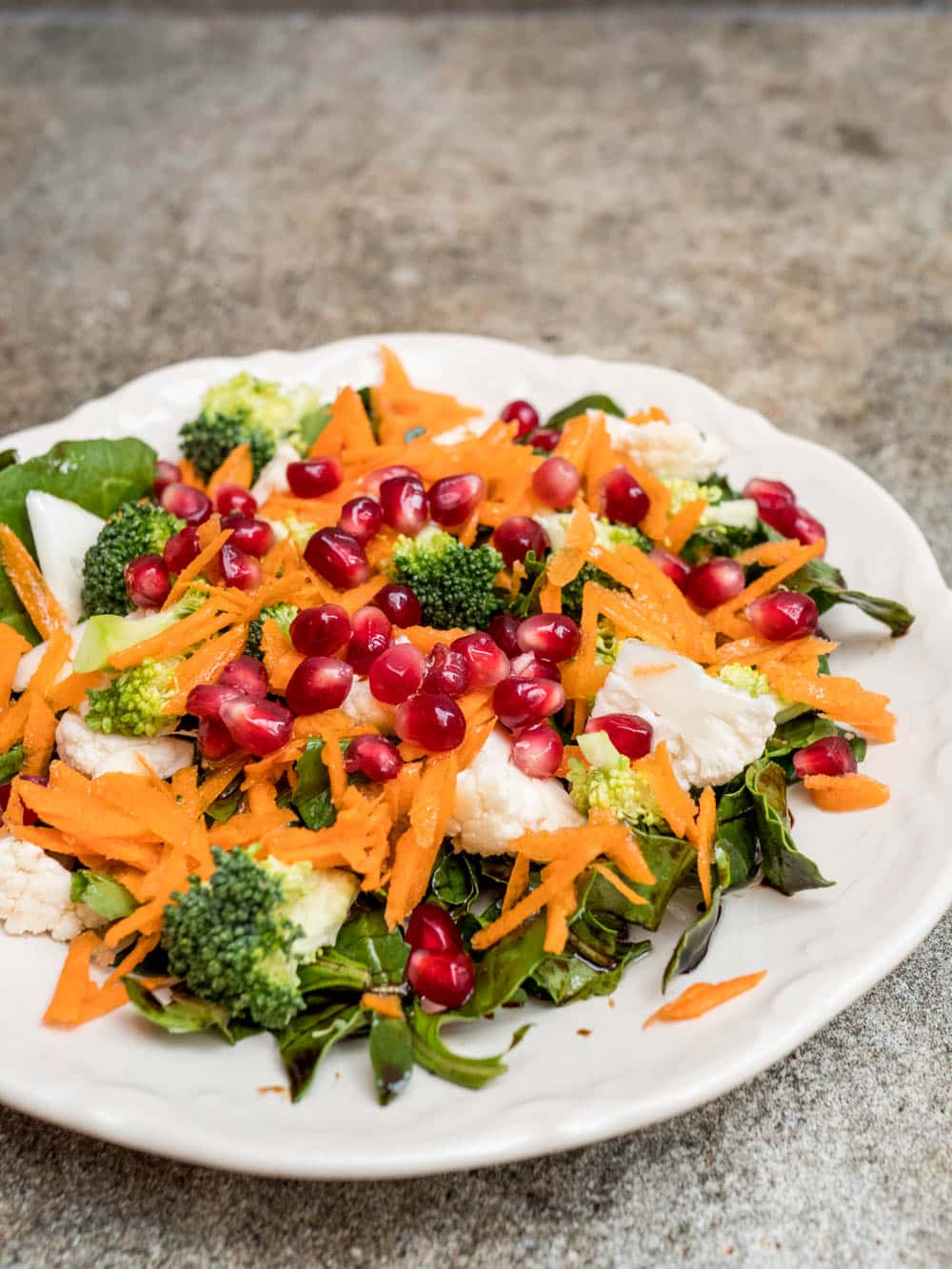 Rocket and vegetable salad with pomegranate molasses - recipe / A kitchen in Istanbul