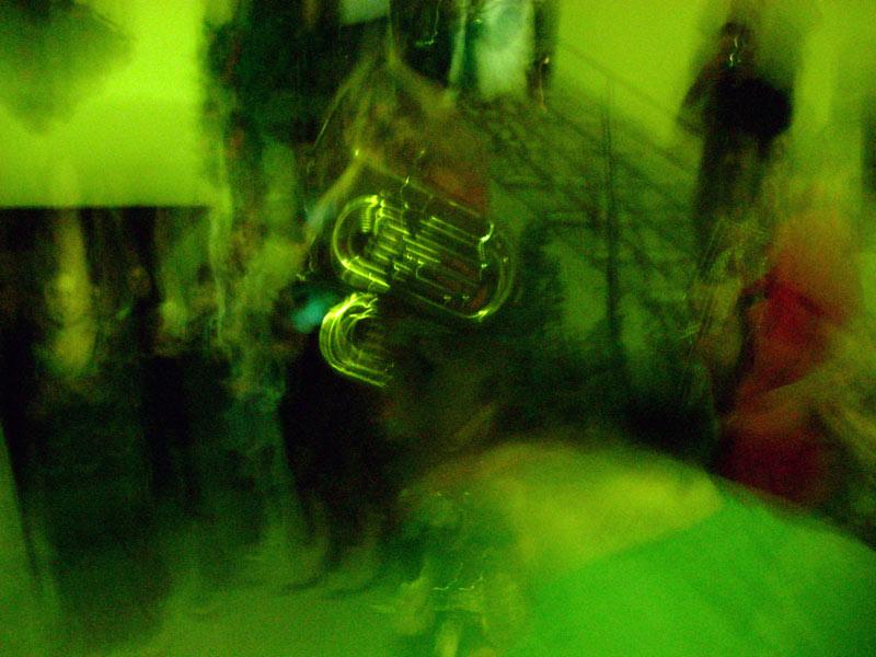 Apeninlerde yazın gelişi kutlanıyor, Montagnana köyünde sadece çevre dağ köylerinden gelenler ve ben yerel bir müzik grubuyla sokak sokak dolaşıp teyzelere seranad yapıyoruz ki yaptıkları turta ve yemekleri parmesan ve şarap eşliğinde bize ikram etsinler!