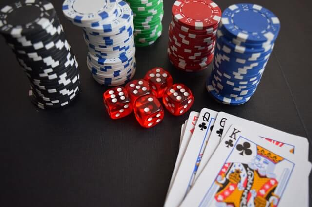 Poker nie je o šťastí, ale o tvrdej práci
