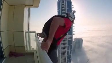 Photo of بالفيديو  .. متهور يقفز بين الغيوم من شرفة ناطحة سحاب في دبي