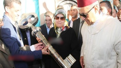 Photo of بالفيديو .. المغرب يصنع أكبر مفتاح من الفضة في العالم