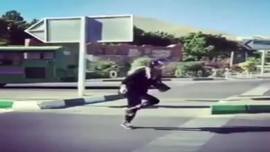 "Photo of السلطات الإيرانية توقف فتاة كانت "" ترقص ببراعة "" في شوارع طهران ( فيديو )"