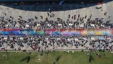Photo of 400 تلميذ تركي يرسمون أكبر لوحة قماشية في العالم