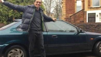 Photo of شاب بريطاني يشتري سيارة لرحلته لأنها أرخص من تذكرة القطار ! ( فيديو )