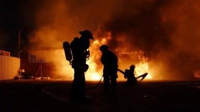 Photo of الإمارات : شاب عربي يحرق المنزل بوالده و زوجته ثم يحاول الانتحار