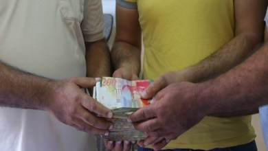 Photo of فلسطين : بلدية غزة تعيد مبلغ 28 ألف دولار من القمامة لصاحبها