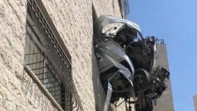 Photo of أغرب حادث سير في فلسطين .. كيف وصلت السيارة إلى نافذة البناء ؟