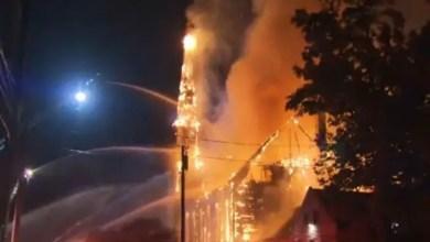 Photo of صاعقة تحرق كنيسة في الولايات المتحدة ( فيديو )