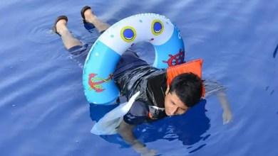 "Photo of تركيا : إنقاذ لاجئ ثلاثيني حاول الوصول إلى اليونان باستخدام "" دولاب سباحة للأطفال "" ! ( فيديو )"
