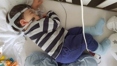Photo of بسبب مرض نادر .. طفل بريطاني معرض للموت كلما غط في النوم