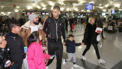 "Photo of تركيا : انتشار واسع لمقطع مصور يظهر موقفاً إنسانياً للنجم الجزائري "" إسلام سليماني "" مع طفل سوري في اسطنبول ( فيديو )"