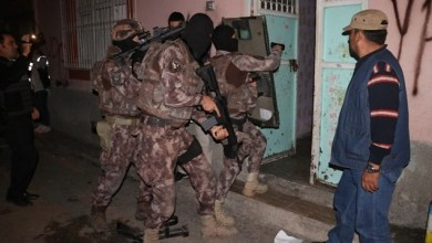 Photo of تركيا : عملية أمنية شارك فيها مئات العناصر .. اعتقالات لأشخاص بشبهة الانتماء لجبهة النصرة في هذه المدن ( فيديو )