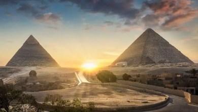 "Photo of هيكل غامض لفتاة دفنت "" بوضعية غريبة "" قرب هرم مصري !"