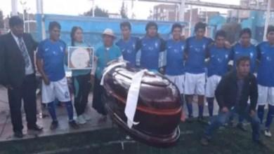 Photo of في البيرو .. مسابقة كرة قدم تقدم التوابيت جائزة للفائزين ! ( فيديو )