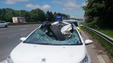 Photo of بريطاني ينجو من الموت بأعجوبة بعد اختراق عجلة شاحنة لسيارته