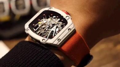 صورة في أفخم شوارع باريس .. لص يسرق ساعة يد من معصم رجل بقيمة 800 ألف دولار