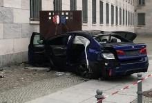 Photo of سيارة تصطدم بمبنى وزارة المالية الألمانية في برلين