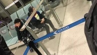 "Photo of صينيان يتركان ولديهما في المطار بعد اشتباه إصابة أحدهما بفيروس "" كورونا "" !"