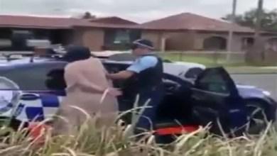 صورة بصقت عليه .. شجار بين مسلمة و شرطي أسترالي ( فيديو )