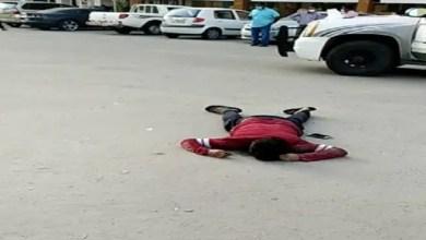 صورة هندي يسقط ميتاً بأحد شوارع الكويت ( فيديو )
