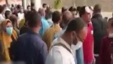 """صورة مصريين عائدين من الكويت : """" مش هنروح الحجر الصحي """" ( فيديو )"""