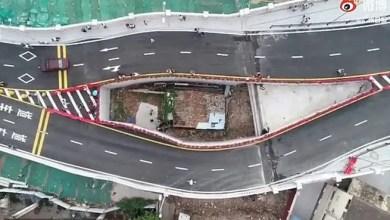 """صورة الصين تفتتح جسراً حول منزل """" سيدة عنيدة """" ( فيديو )"""