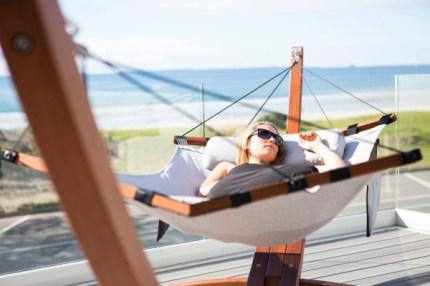 Lujo-hammock-lifestyle3-600x400