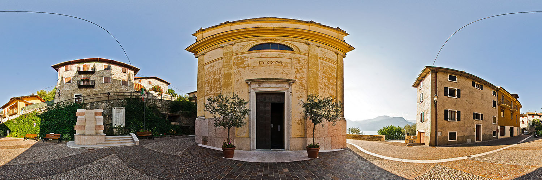 360°-Panorama vor dem Dom in Castello di Brenzone