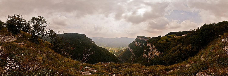 360°-Panorama mit fantastischer Ausblick vom Monte Baldo bei Spiazzi in Richtung Brentino und Brennerautobahn