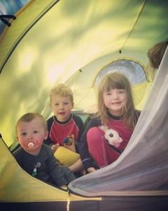 barn i tält