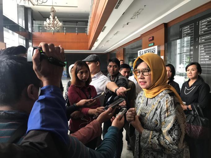 Karen Agustiawan memberikan keterangan kepada wartawan usai sidang di PN Tipikor