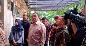 Wakil Ketua DPR Fadli Zon usai menjenguk dua tersangka kasus dugaan makar, Eggi Sudjana dan Lieus Sungkharisma di Rumah Tahanan Polda Metro Jaya, Rabu (29/5).