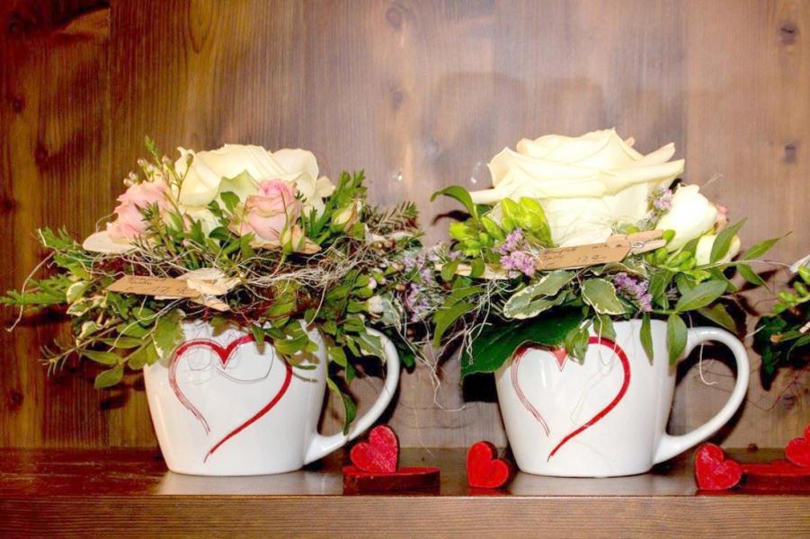 Tischdekorationen fr besondere Anle  Offlineshop  GRNRAUM TIROL Blumen Dekoration