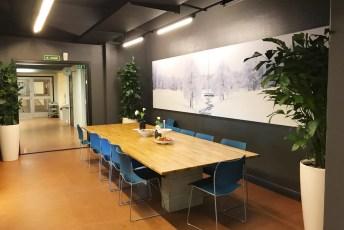 Møteplass. Møterom Frigg 25mm tekstil på vegg