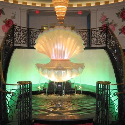 Spindintys baseinas su fontanu_The_Greenbrier_Resort West_Virginia