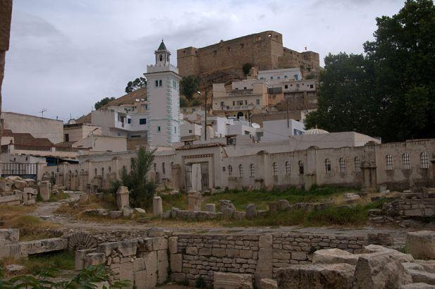800px-El_Kef_roman_baths,_mosque_and_casbah