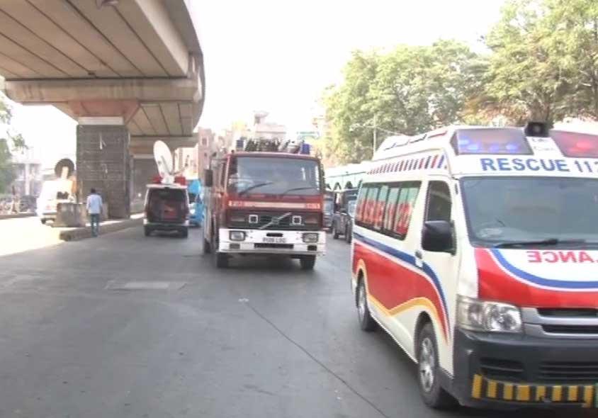 لاہور: داتا دربار کے قریب خودکش حملہ، اہلکاروں سمیت 10 افراد شہید