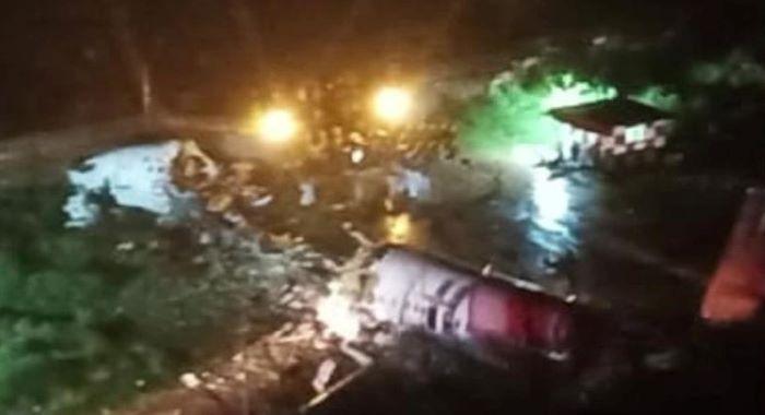 بھارت: مسافر طیارہ کی کریش لینڈنگ، پائلٹ سمیت 16 افراد ہلاک