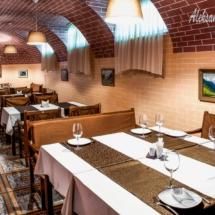 інтер'єр ресторану грузинської кухні, довгий зал