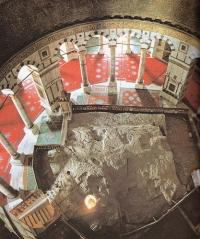 Foto asli dari batu yang menjadi pijakan Nabi Muhammad saat ber-Isra' Mi'raj.