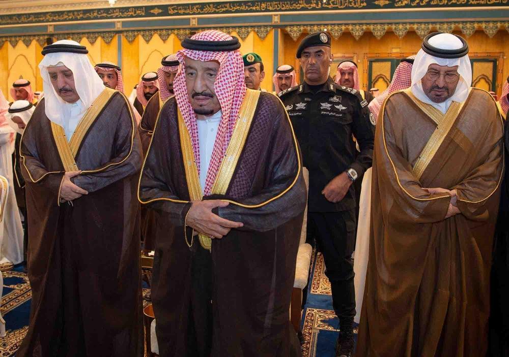 خادم الحرمين يؤدي صلاة الميت على الأمير بندر بن عبدالعزيز المدينة