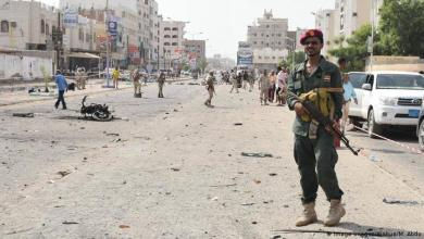 Photo of اليمن : إشتباكات دامية في عدن وهجمات على مراكز الشرطه تسفر عن قتلى وجرحى