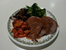 Roast beef w. steamed broccoli, roasted pumpkin, onions and garlic made with produce bought at the market.